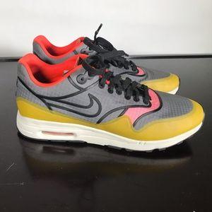 Nike Air Max women Casual sport shoes Sz 7.5